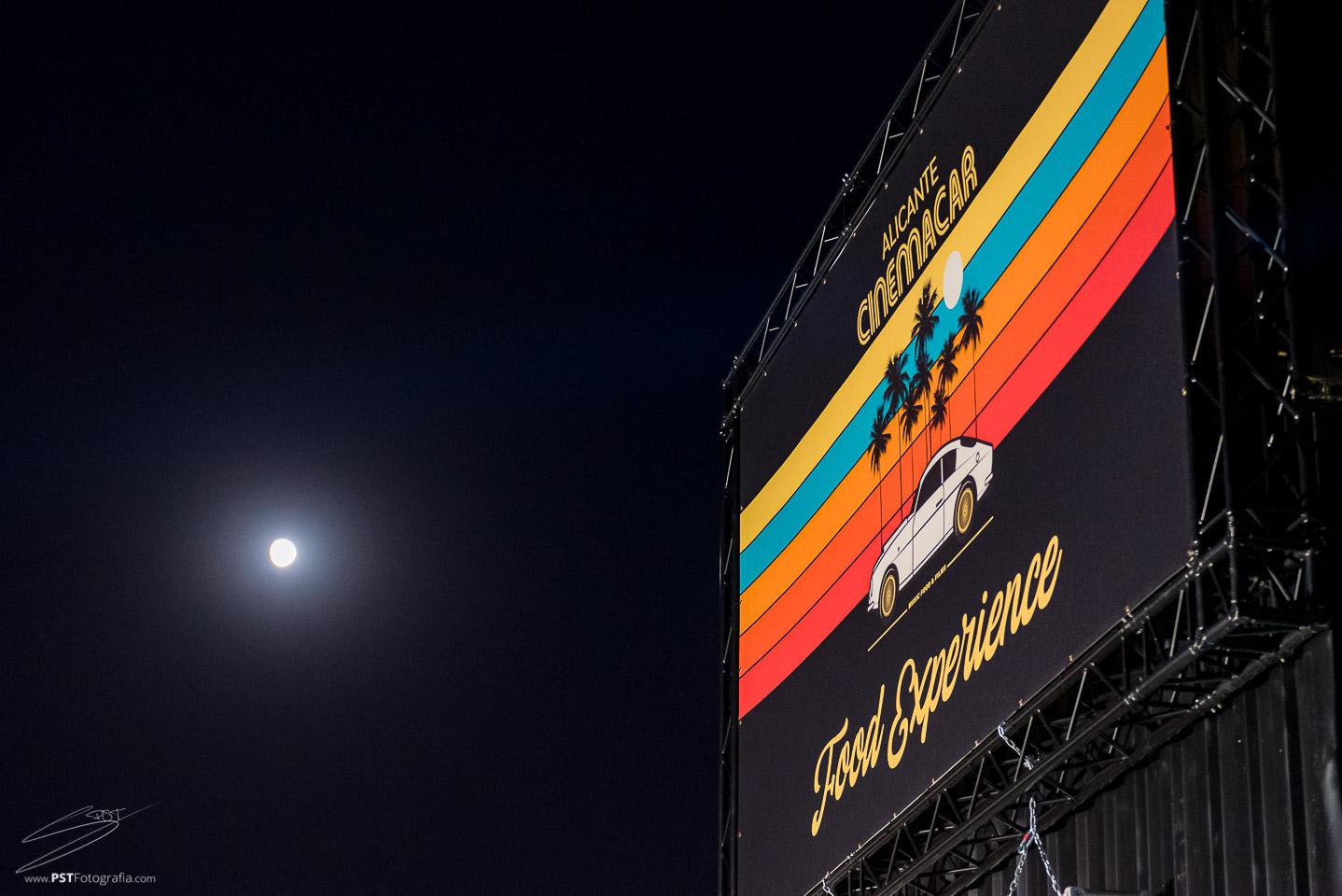 La luna casi llena en Cinemacar Alicante