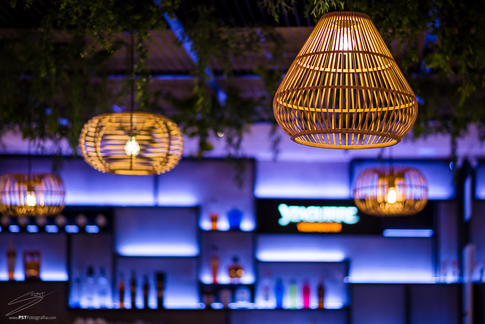 Existen diferentes tipos de iluminaciones en el Restaurante La Maraña de Alcoy.