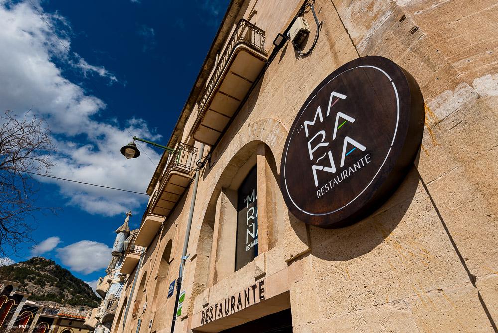 Rótulo y logo de Restaurante La Maraña, ubicado en Alcoy.