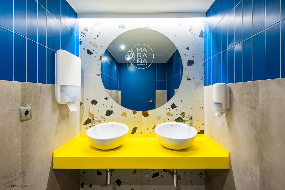 Así luce el baño de mujeres del Restaurante La Maraña en Alcoy.