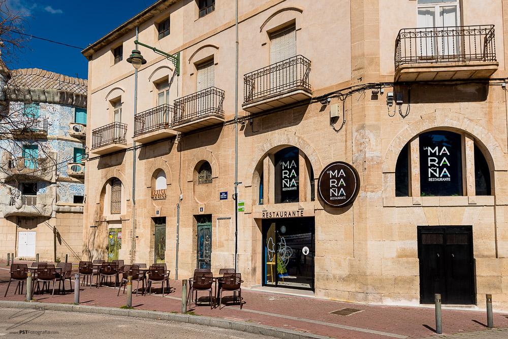 Terraza y fachada del Restaurante La Maraña en Alcoy